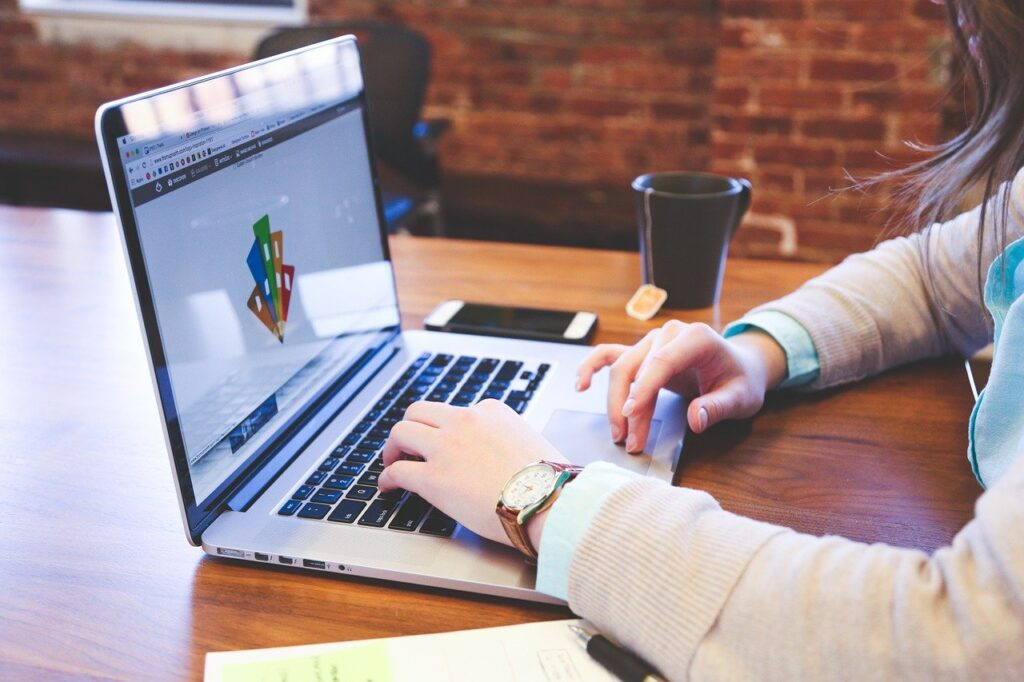student, typing, keyboard-849826.jpg